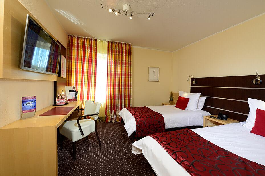 Basic zimmer hotel uhu k ln for Zimmer hotel